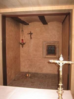 Vista de la celda donde vivió y murió San Pascual Baylón.