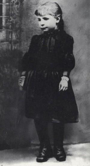 Gema Galgani fotografiada de niña, cuando tenía 7 años de edad.
