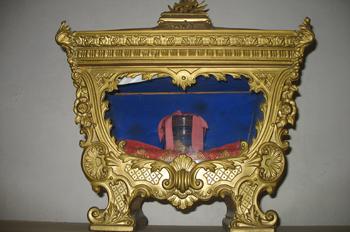 Relicario con la rótula del Santo. Cropani, Catanzaro (Italia).