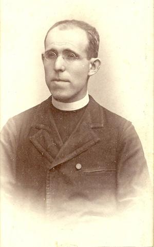 Del padre castellanitos cuando fungía como rector del seminario de
