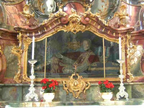 Urna con el esqueleto de San Alejandro, mártir de las catacumbas. Abadía de Ottobeuren, Alemania.