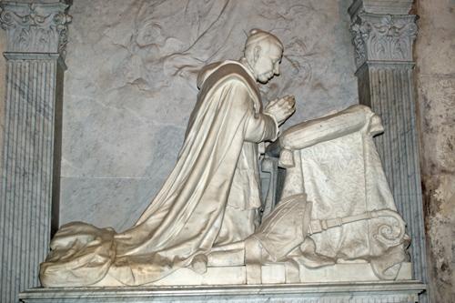 Sepulcro del Beato Marcelo Espínola en la Catedral de Sevilla.