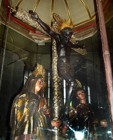Vista lateral de la imagen con San Juan y la Santísima Virgen. APELGJ: Fondo Santos y Papas, Sección: Devociones, expo. 42.