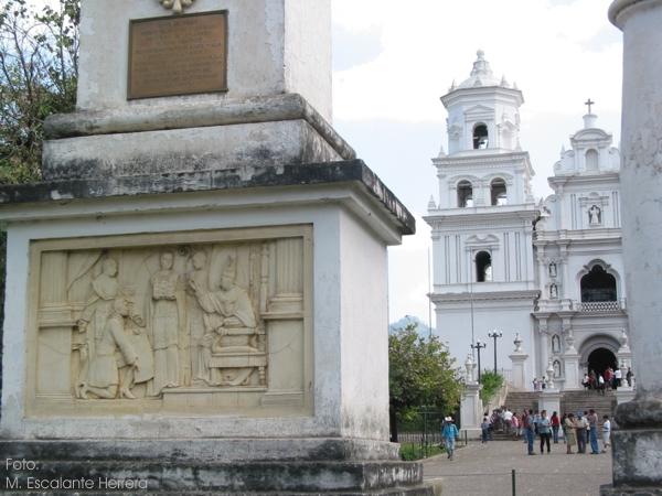 Basílica de Nuestro Señor Jesucristo Crucificado de Esquipulas. APELGJ: Fondo Santos y Papas, Sección: Devociones, expo. 5.