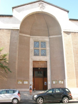 Fachada principal de la iglesia. Fotografía: Felice Stasio.