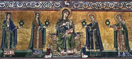 Detalle de la Virgen entronizada amamantando al Niño y rodeada de las vírgenes prudentes (izqda.) y necias (dcha.) Mosaico bizantino en la fachada de Santa Maria in Trastevere, Roma (Italia).