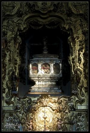 Urna que contiene las reliquias de los mártires cordobeses. Iglesia de San Pedro, Córdoba (España).