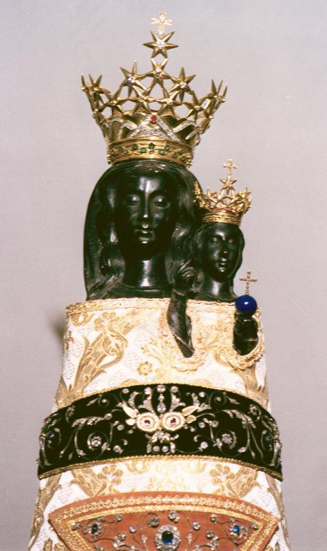 Detalle de la imagen original de Nuestra Señora de Loreto, venerada en el santuario de la santa Casa.