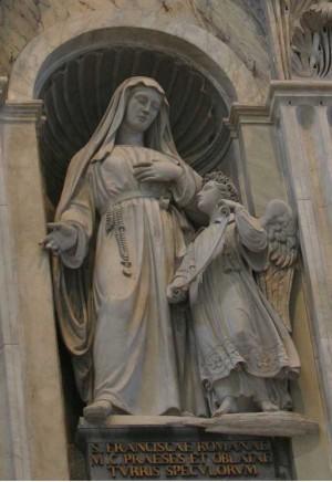 Santa Francisca Romana, estatua en la Basílica de San Pedro. En la iconografía de la santa suele aparecer su Ángel de la guarda con quien tenía frecuentes coloquios.