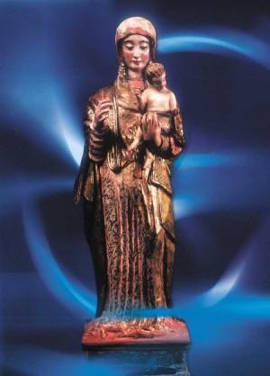 Imagen de la Virgen de Copacabana sin las ropas que le ponen ni la peluca.