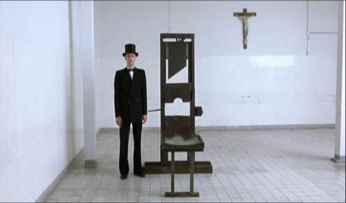 """Vista de la guillotina empleada durante el III Reich. Fotograma de la película """"Sophie Scholl: los últimos días"""" (2005), donde se narra el proceso y ejecución de esta activista alemana."""