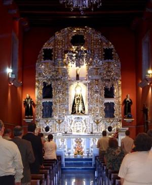 Interior del Templo de San Juan de Dios en Parral, Chihuahua donde se venera a la Virgen Santísima de la Soledad. Cada viernes es tradición en Parral visitar a la Virgen y rezar el rosario.(Cortesíade Ángel Rodríguez).
