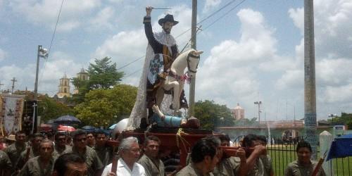 Procesión de Santiago apóstol el día de su fiesta en Halachó, Yucatán.