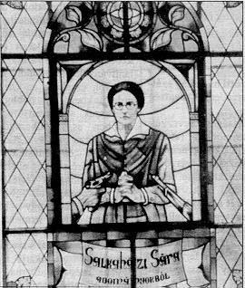 Vidriera con el martirio de la Beata Sara Salkahazi, Hermana Social eslovaca. Fusilada en Hungría por haber ofrecido refugio a judíos perseguidos por el nazismo.