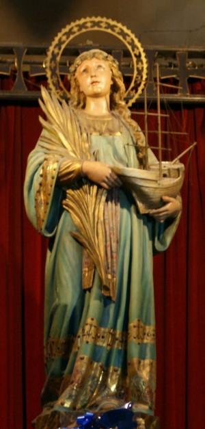 Vista de la imagen estilo Olot que preside la parroquia de la Santa en Barcelona, España. Fotografía: José Mª Ramón.