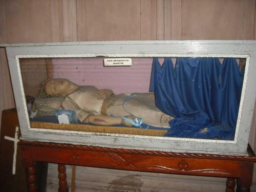 San Benedicto en su urna. Parroquia de Santiago Apóstol. Silao Guanajuato, México. Fotografía de Alejandro Valadez.