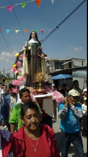 Procesión con la reliquia de Santa Teresa de Ávila en Ajacuba, México. Octubre 2012.