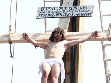 La crucifixión en el Cerro de la Estrella que rememora el antiguo sacrificio de los aztecas que ofrendaban sangre a los dioses para el inicio del nuevo ciclo, ahora recuerda el sacrificio de Cristo por nuestro pecados.