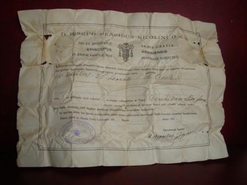 Documento llamado auténtica (authenticae) que prueba la autenticidad de la reliquia concedida.
