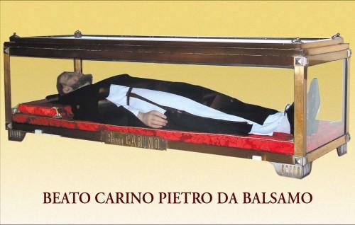 Imagen yacente que contiene las reliquias del Beato Carino.