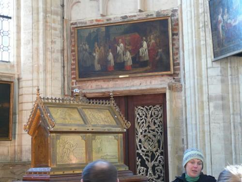 Urna que contiene las reliquias de la Beata. Iglesia de San Pedro, Lovaina (bélgica).