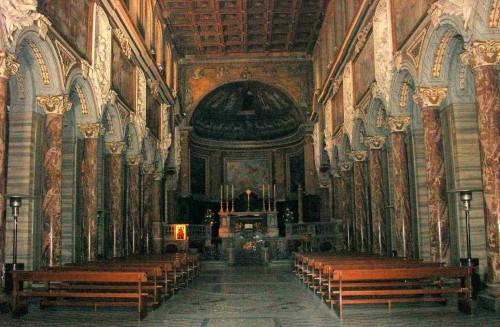 Vista del interior de la Basílica de San Marco al Campidoglio, Roma (Italia).