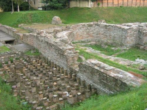 Vista de las ruinas de la antigua ciudad de Sirmio.