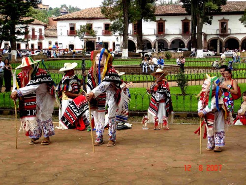"""Danza de los """"Viejitos"""", representativa del estado de Michoacán, México."""