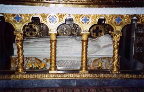 Vista del sepulcro de la Santa. Iglesia de Santa Maria sopra Minerva, Roma (Italia).