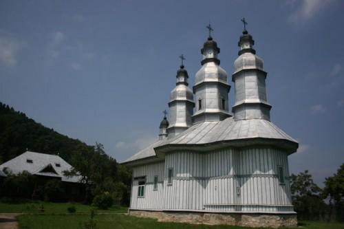 Vista del eremitorio de Pocrov en la montaña Chiriacul (Rumanía), fundado por el Santo para su retiro espiritual.