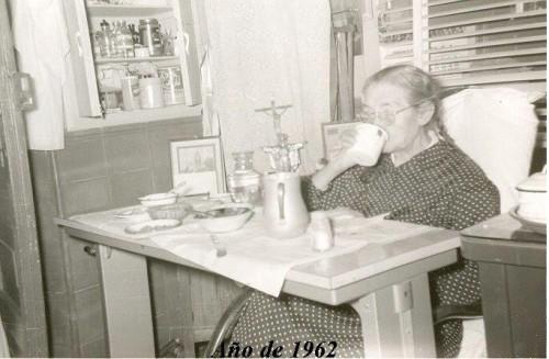 Fotografía de la Santa, ya enferma y anciana, un año antes de morir.