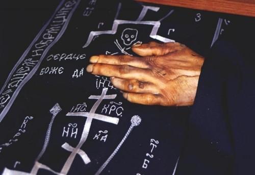 Detalle de la mano incorrupta del Santo.