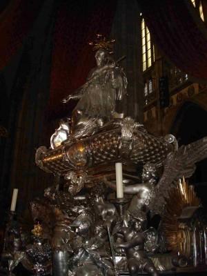 Vista del sepulcro del Santo. Catedral de San Vito, Praga (República Checa).