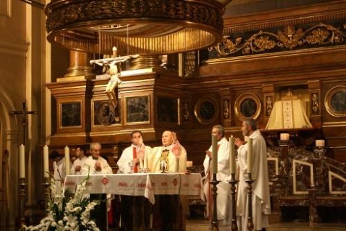 Celebración de la Santa Misa en la Basílica de Santa Engracia, en Zaragoza (España).