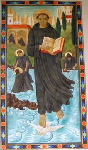 San Mauro. Detrás de su imagen pueden verse escenas del milagro en el estanque de Subiaco. Saint Joseph benedictine Abbey, Louisiana, Estados Unidos.