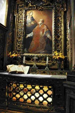 Capilla-sepulcro del Santo en la Chiesa Nuova, Roma (Italia). El óleo que preside el altar es obra de Guido Reni.