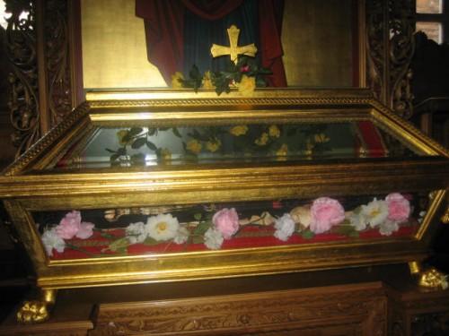 Detalle de la urna con las reliquias de la Santa en Moscú (Rusia).