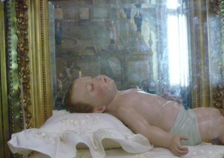 Santo Niño del Consuelo venerado en el Santuario del Señor de Chalma, México.