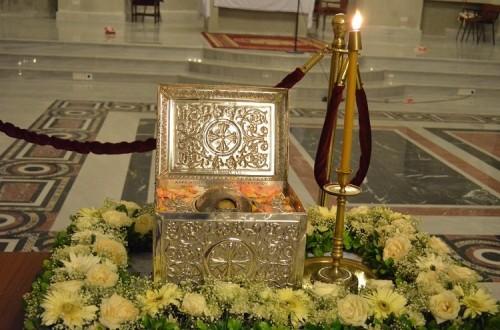 Vista del relicario que contiene el cráneo del Santo, expuesto a veneración en Nicosia (Chipre).