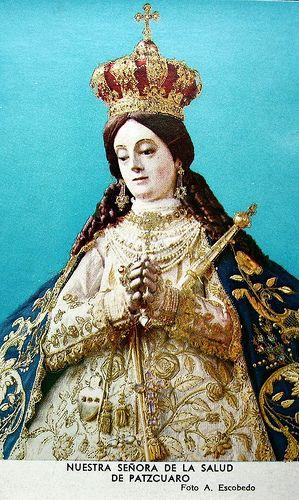Estampa de la Virgen de Pátzcuaro. Fotografía de A. Escobedo que capta el busto de la imagen desde otra perspectiva.