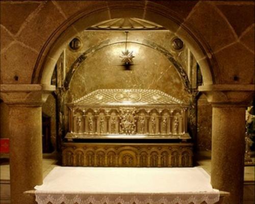 Vista de la tumba de Santiago Zebedeo, apóstol. Catedral de Santiago de Compostela, España.