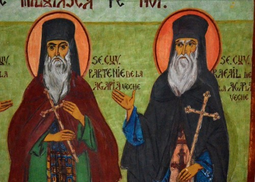 Fresco ortodoxo rumano de los Santos Partenio y Rafael de la Vieja Agapia.