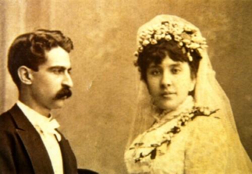 La Venerable, fotografiada el día de su boda con su matrido, Francisco Armida.