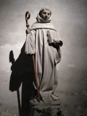 Escultura del Santo en su iglesia de Fontaine-les-Dijon, Francia.