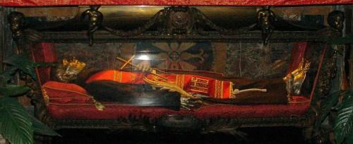 Urna de San Juan Lantrua de Priora, sacerdote franciscano mártir en China.