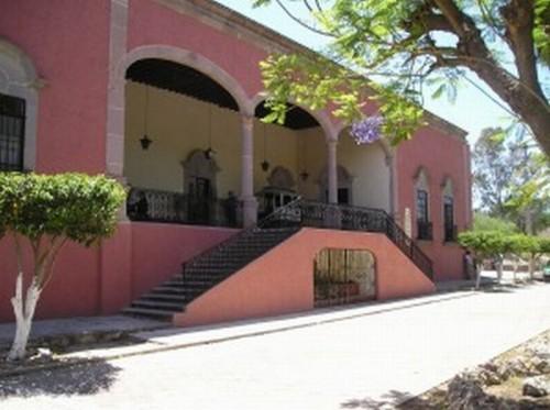 Fachada de la hacienda de Jesús María, donde vivió la Venerable. Actualmente Santuario de la Cruz.