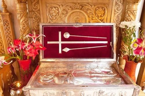 Detalle de la urna con las reliquias del Santo veneradas en Drumul Taberei, Bucarest (Rumanía).