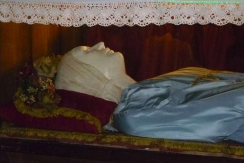 Detalle de la cabeza de la figura que recubre las reliquias. Catedral de Chiusi, Italia.
