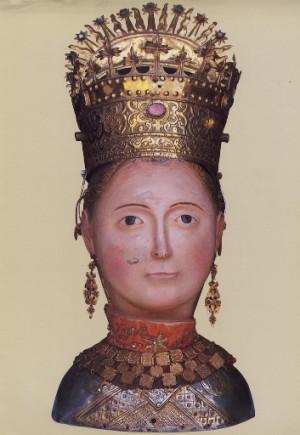 """Relicario del cráneo de la Santa venerado en Yebra de Basa (España), centro de las antaño famosas romerías de """"espiritados""""."""