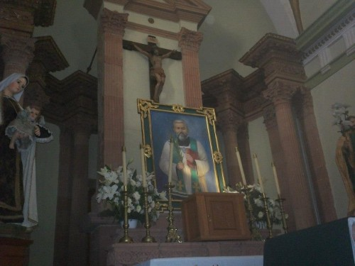 Vista del altar dedicado al Santo en la parroquia de Matatlán, México.